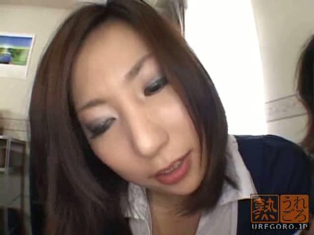 淫乱の美人の手コキ無料jyukujyo動画。勃起しまくったチンコを手コキしてくれる美人の人妻!