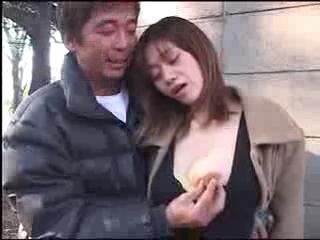 露出願望のある巨乳の人妻♪